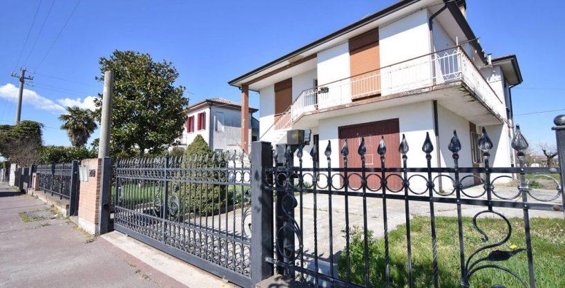 TERRASSA P.- Arzercavalli. Abitazione singola composta da due unità indipendenti.