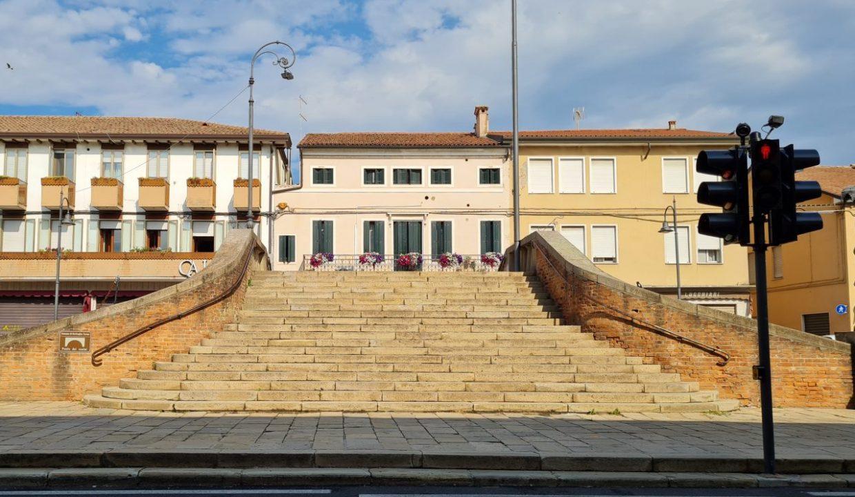 15 - Gruppo Vela Battaglia dettagli ponte centro paese