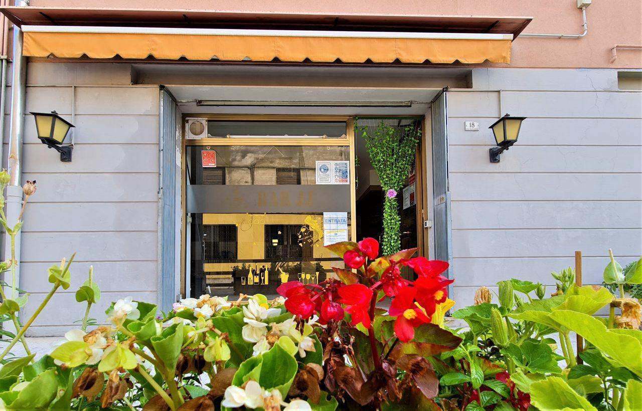 BATTAGLIA T.- Zona ben visibile e di forte passaggio, vendesi locale ad uso negozio.